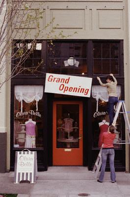 Grand-opening-godin-post